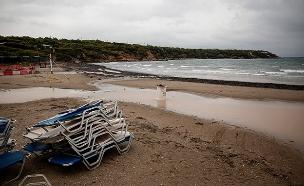 כוננות סערה ביוון (צילום: AP, חדשות)