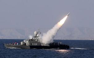 תיעוד העימות בין הצי האירני לנושאת מטוסים (צילום: רויטרס, חדשות)