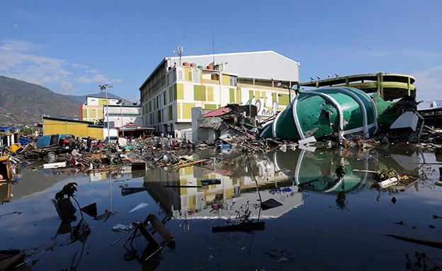 כך נראים נזקי הצונאמי הענק (צילום: AP, חדשות)
