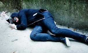 גבר שיכור (צילום: shutterstock |Zwiebackesser)