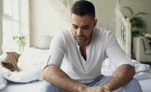 גבר עצוב (צילום: silverkblackstock, Shutterstock)