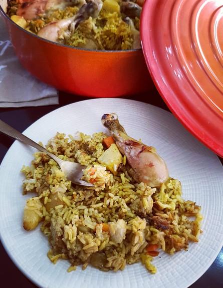 עוף עם אורז וירקות בסיר אחד - בצלחת