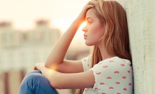 אישה עצובה (צילום:  Aleshyn_Andrei, shutterstock)
