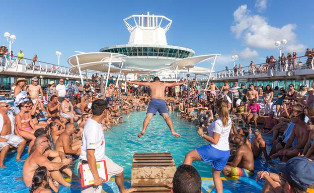 מסיבה ברויאל קריביאן (צילום: mariakraynova, shutterstock)