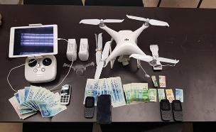 """ניידים וכסף שנתפסו (צילום: דוברות שב""""ס, חדשות)"""