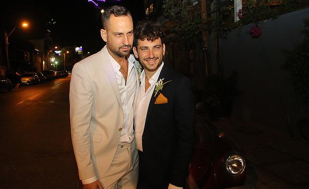 החברים הגיעו לחגוג בחתונה (צילום: פול סגל)