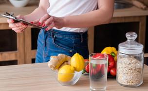 תזונה נכונה, דיאטה, אישה בדיאטה (צילום: Golubovy, shutterstock)