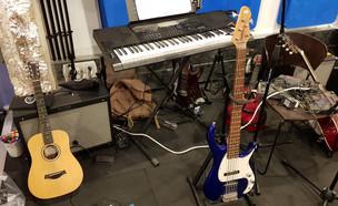 חדר מוזיקה בעבודה (צילום: עודד ולגרין)