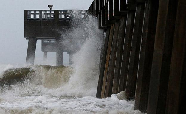 החדשות - נתיב ההרס של הוריקן