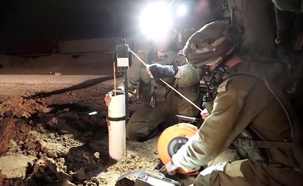 """כוחות צה""""ל סמוך לפיר המנהרה (צילום: דובר צהל, חדשות)"""