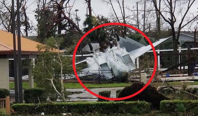 נזקי הוריקן מייקל: F-15 התהפך ונפגע (צילום:  Photo by Flash90)