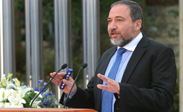 ליברמן נגד ביטן - ובעד הרבנים. ארכיון (צילום: פלאש 90, MARK NEYMAN, חדשות)