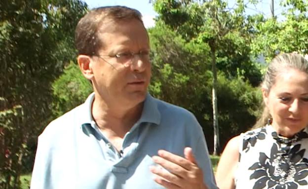 """יצחק (בוז'י) הרצוג בראיון ל""""אנשים"""" (צילום: מתוך """"אנשים"""", קשת 12)"""
