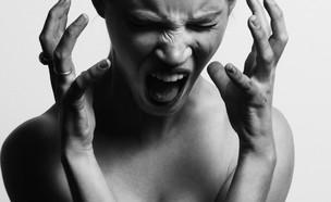 בחורה צועקת  (צילום: gabriel-matula-in-unsplash)