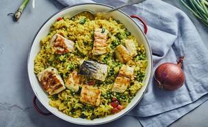 פאייה של אורז, אפונה, גמבות וקוביות דגים (צילום: אמיר מנחם, אוכל טוב)