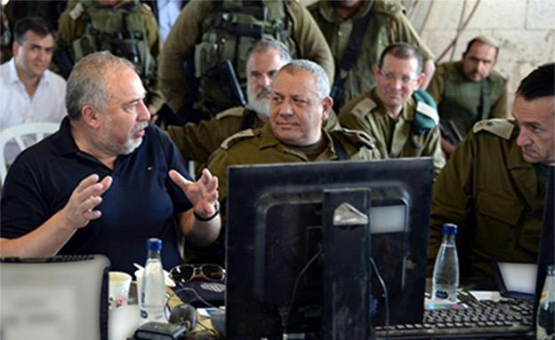 שר הביטחון אביגדור ליברמן, ארכיון (צילום: צילום: אריאל חרמוני, משרד הביטחון, חדשות)