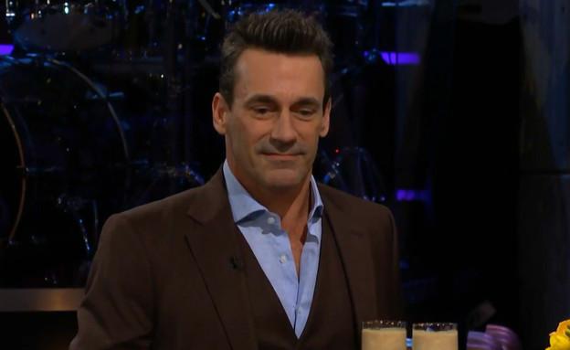 """מביך: השחקן ג'ון האם אותגר בשידור חי (צילום: מתוך """"ערב טוב עם גיא פינס"""", קשת 12)"""