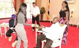 קים קרדשיאן ונשיא אוגנדה (צילום: מתוך עמוד האינסטגרם של Yoweri K Museveni)