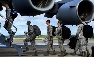 חיילים אמריקאים בדרך למלחמה באבולה (צילום: צבא ארצות הברית)
