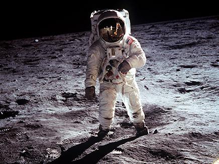 הנחיתה על הירח מזווית שלא ראיתם