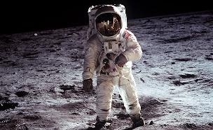 הנחיתה על הירח מזווית שלא ראיתם (צילום: רויטרס, חדשות)