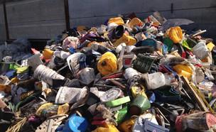 אריזות פלסטיק קשיח בתחנת המיון (יח``צ: יחסי ציבור)