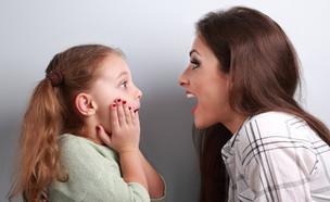אמא ובת מופתעות (צילום: kateafter | Shutterstock.com )
