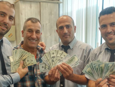 """תיק עם 15 אלף דולר נמצא על רציף הרכבת (צילום: מתוך """"חי בלילה"""", שידורי קשת)"""