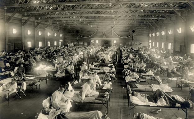 בית חולים מאולתר מטפל בנפגעי השפעת הספרדית בקנזס
