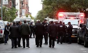המשטרה בניו יורק בעקבות החבילה (צילום: רויטרס, חדשות)