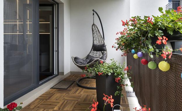 מרפסת עם ערסל (צילום: By Dafna A.meron, shutterstock)