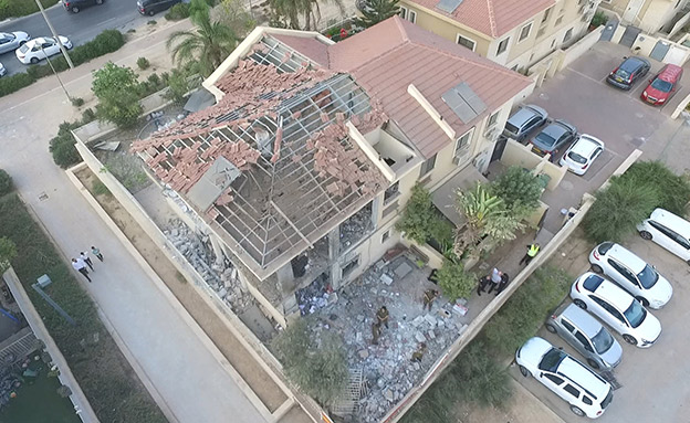 הבית שנפגע מגראד בבאר שבע (צילום: החדשות)