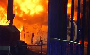 מסוק התרסק מחוץ לאצטדיון עם הבעלים של לסטר סיטי (צילום: SKY NEWS, חדשות)