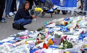 אוהדי הקבוצה מתאבלים מחוץ לאצטדיון (צילום: רויטרס, חדשות)