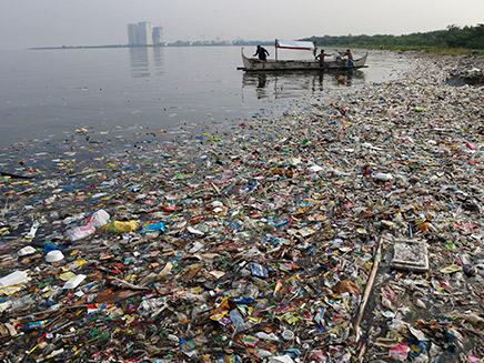 הפלסטטיק מזהם את האוקינוסים (צילום: רויטרס, חדשות)