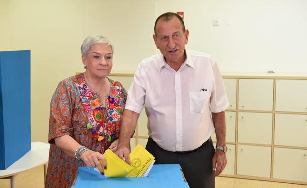 חולדאי מצביע בבחירות בתל אביב (צילום: קובי ריכטר/TPS, חדשות)