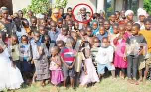 מאות ילדים (צילום: צילום מסך: ace2faceafrica.com)
