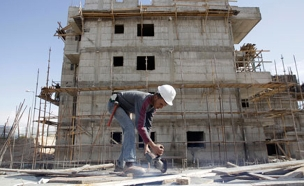 הדרישה: להגן על פועלי הבניין (אילוסטרציה (צילום: רויטרס, חדשות)