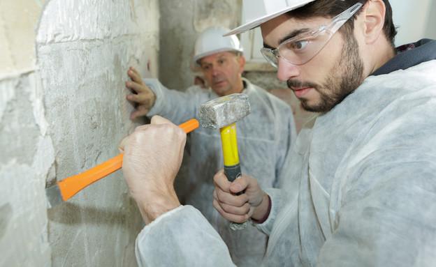 פועל בניין (צילום: ALPA PROD, shutterstock)