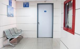 חדר המתנה בבית חולים (צילום: martha dominguez de gouveia-unsplash)