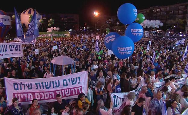 העצרת בכיכר רבין, הערב (צילום: החדשות)