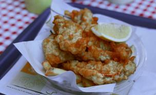 פיש אנד צ'יפס מרקט יום טוב 7 - מנת ברבוניות וצ'יפס (צילום: איילה כהן, אוכל טוב)