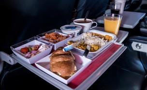 אוכל במטוס (צילום: shutterstock)