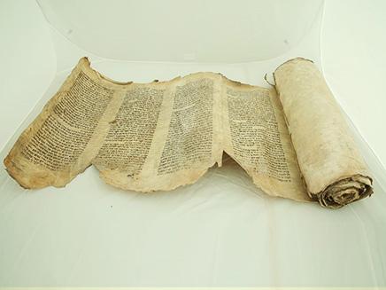 ספר התורה שנמצא (צילום: שם עולם, חדשות)
