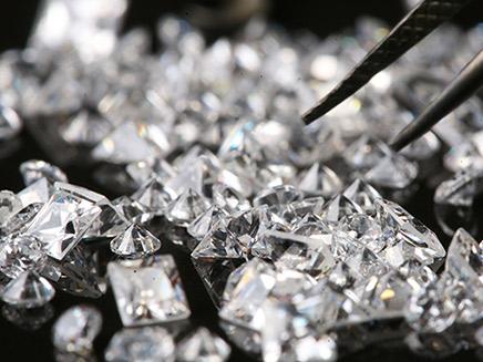 החשד: הבריחו יהלומים בעשרות מיליונים