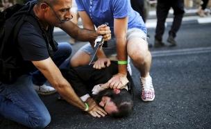 השתלטות המשטרה על שליסל (צילום: רויטרס, חדשות)