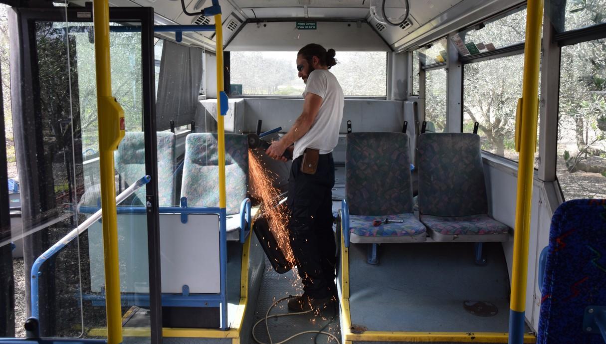 פרויקט אוטובוס - 16