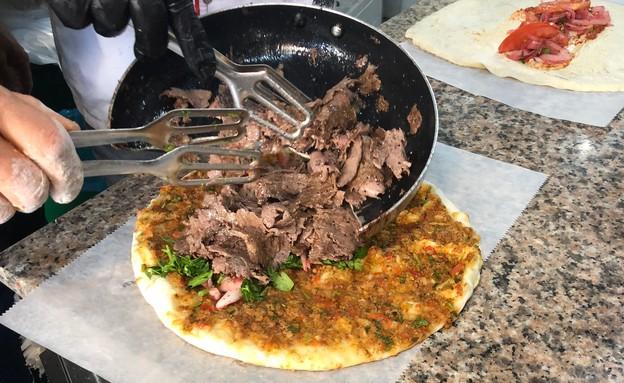 באבאג'ים שווארמה בלחמעג'ון  (צילום: ריטה גולדשטיין, אוכל טוב)
