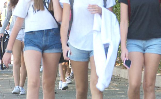 מחאת המכנסיים הקצרים (צילום: החדשות)