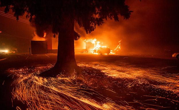 עשרות מוגדרים כנעדרים, קליפורניה (צילום: AP, חדשות)